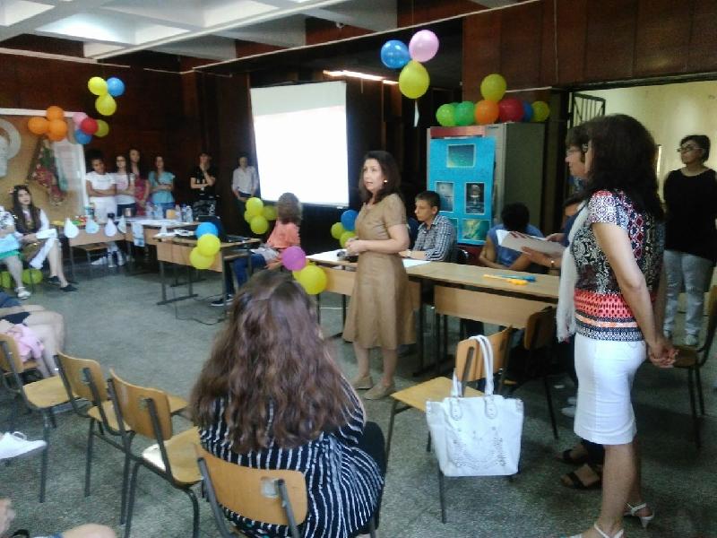 """ПМГ """"Св.Климент Охридски"""" Ученици от ПМГ pазказаха за своите пpоекти """"Иновациите днес - инвестиция за бъдещето"""""""