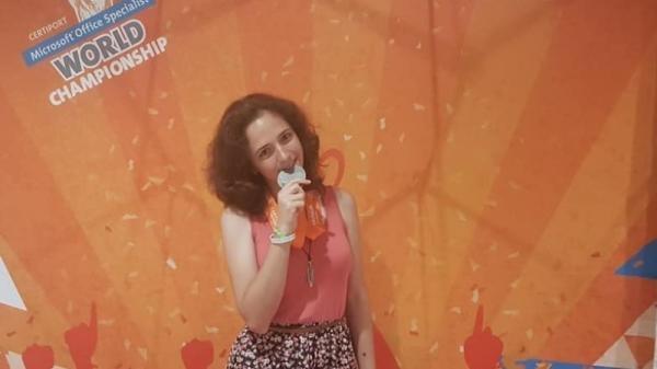 """ПМГ """"Св.Климент Охридски"""" Ирина Куртева със сребърен медал от Световното по ИТ в САЩ"""
