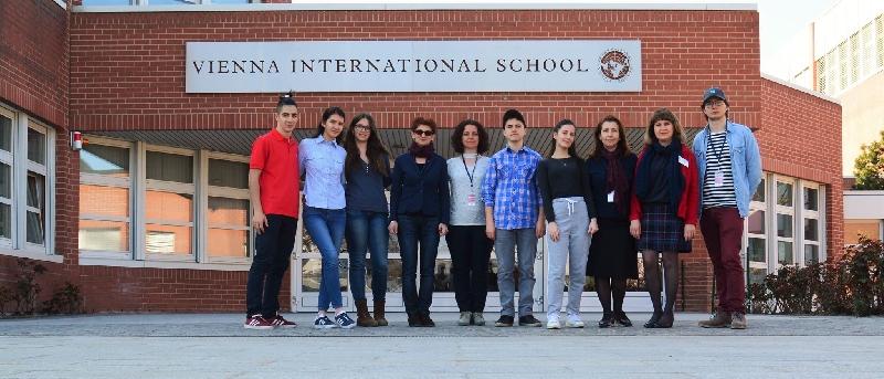 """Ученици и учители от ПМГ """"Св. Климент Охридски"""" посетиха училището на ООН във Виена"""