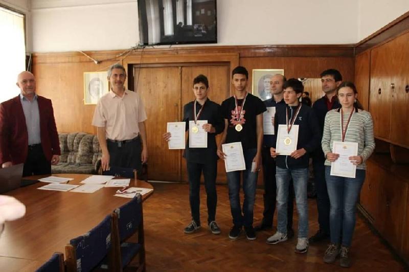 Поредна победа за ПМГ на олимпиадата по математика
