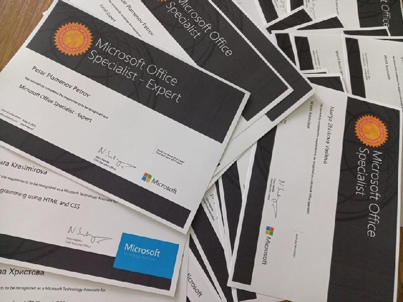 """ПМГ """"Св.Климент Охридски"""" 2021 - годината с най-много сертификати на Microsoft за ПМГ"""
